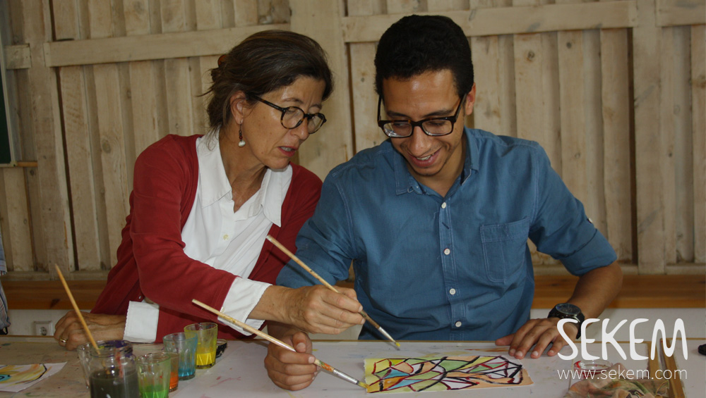 SEKEM co-workers Abdullah Ahmed and Yvonne Floride creating a picture in teamwork.