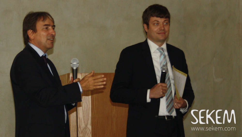 Helmy Abouleish begrüßt Sebastian Lesch von der Deutschen Botschaft