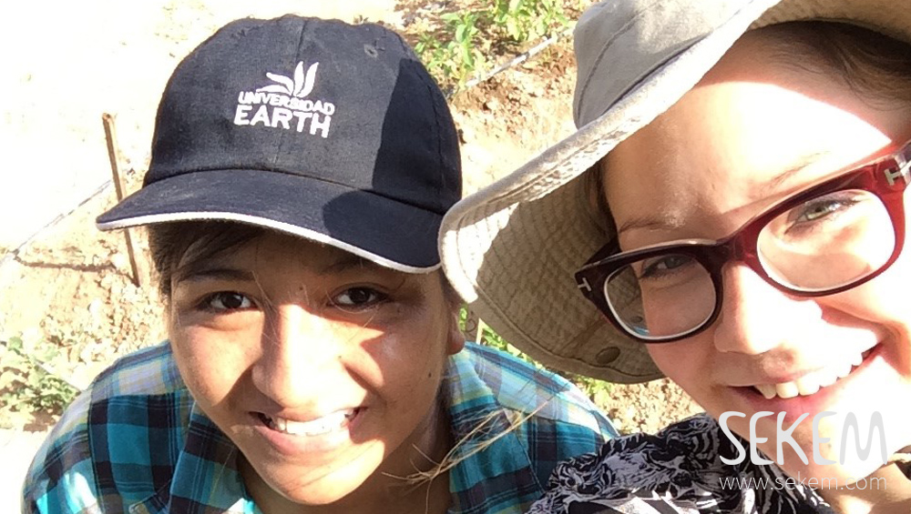 Laura Mack (right) with her SEKEM colleague during her research on the field.