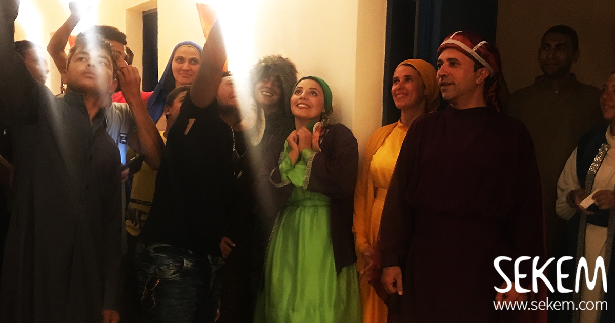 """Gamil w Gamila"" Plays In The Heart of The Egyptian Desert"